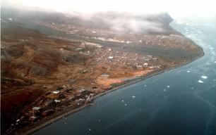 Foto fra helikopter af Qullissat i 1985, 13 år efter byens lukning. Foto: Jørgen Svensson