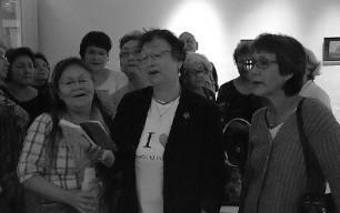 Folk fra Qullissat er glade for at synge deres sange fra Vaigat-musikken, som er meget populær i Grønland.